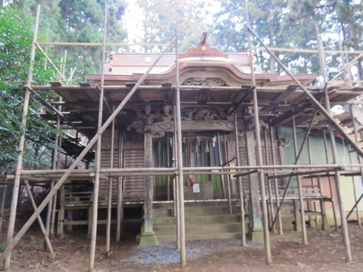 鐘ヶ岳の社殿改修中