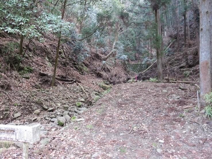谷太郎川の林道鐘ヶ岳への登山道入口