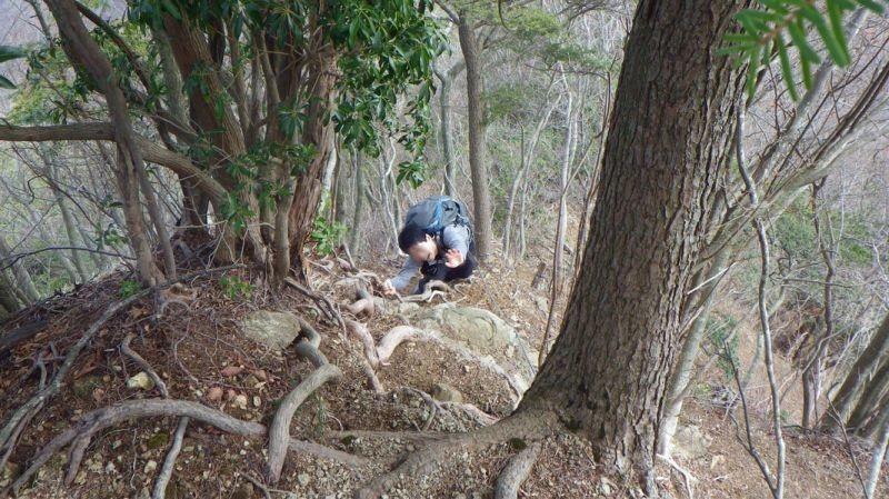 滑落して、人生のどん底へ落ちている登山者