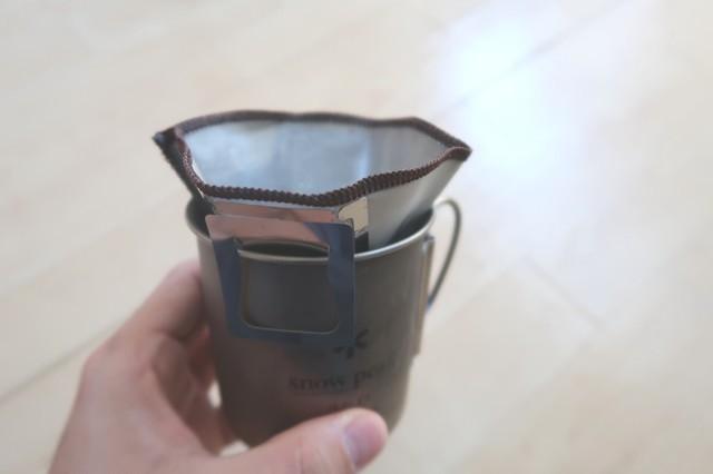 ハイマウント(HIGHMOUNT) コーヒーメッシュフィルターLカップの縁にセット