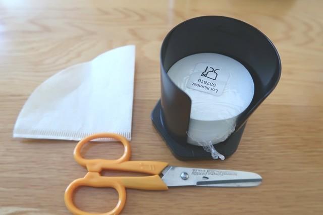 自作で用意するのはエアロプレスコーヒーメーカーの紙フィルター、一般的な紙フィルター、消毒したハサミ