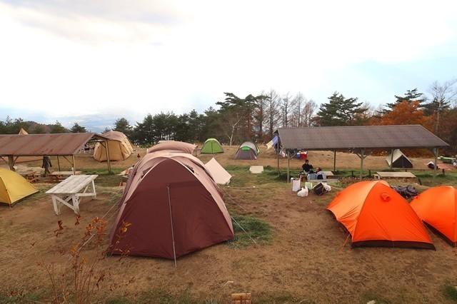 陣馬形山キャンプ場大賑わい
