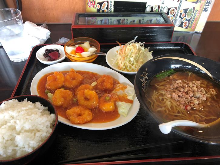 台湾ラーメンとエビチリ定食