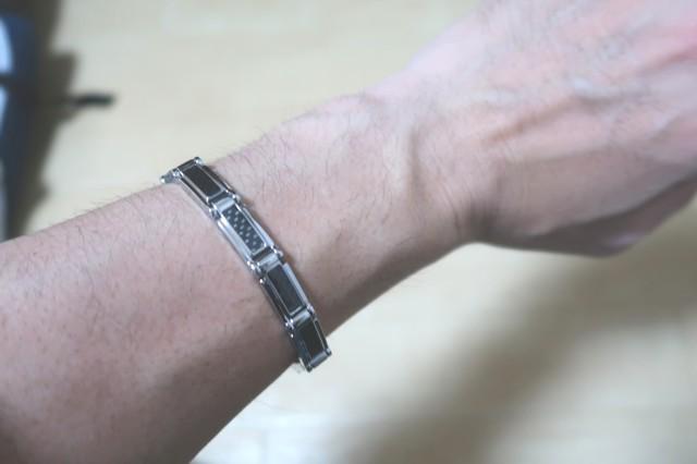 磁気ブレスレットを装着使用感