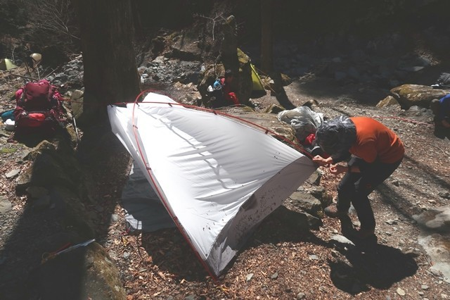 テント設営の様子