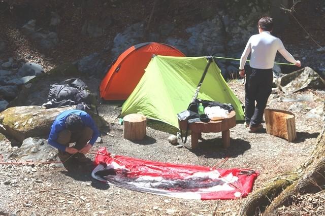 三条の湯でテント設営