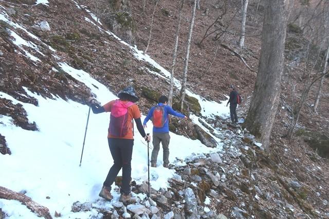 三条の湯から雲取山ルート雪と凍結箇所