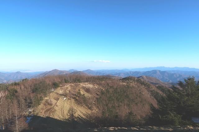 雲取山山頂から石尾根の景色