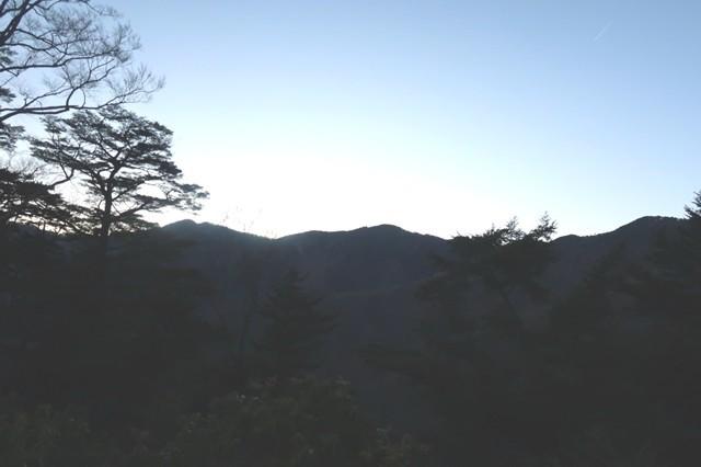 夕日に沈む奥秩父主脈縦走路