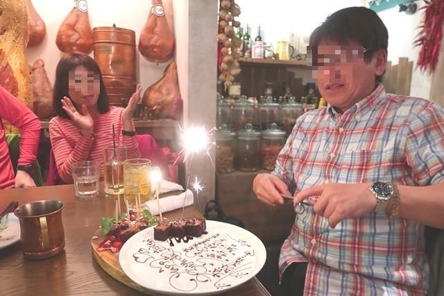 お誕生日ケーキとメッセージプレートを用意