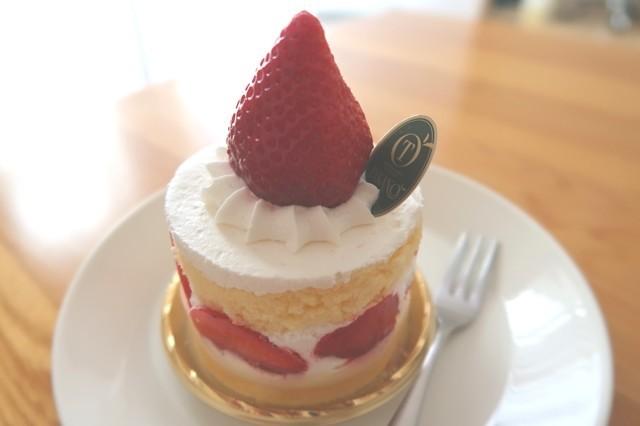 タカノフルーツパーラーのイチゴのケーキ