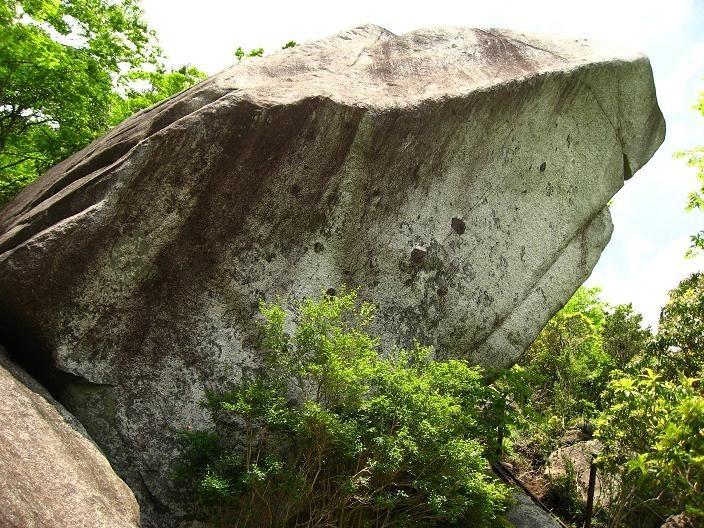 大石山の頂上にある大石