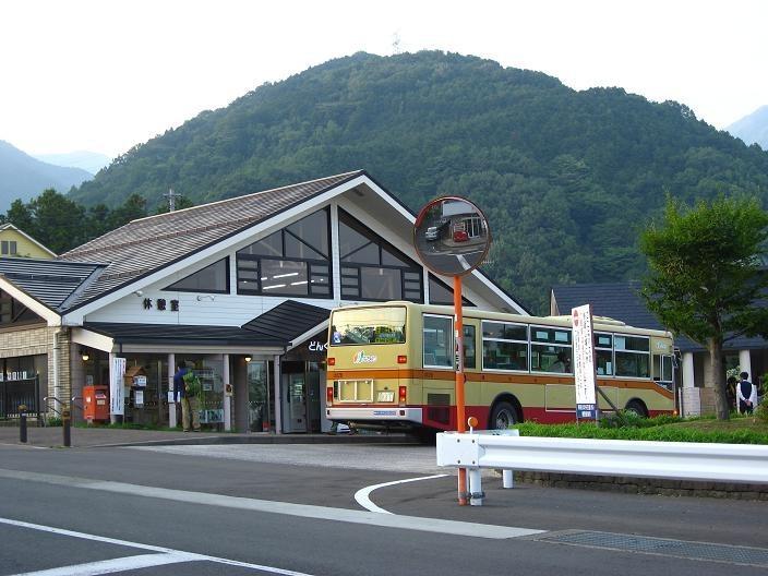 大倉バス停の様子下山口