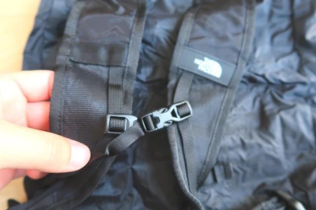 ショルダーハーネスにバッグル使用のチェストベルトが付いて登山しやすい