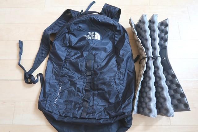 アウトドア座布団をクッションとして荷物が背中に当たり痛くなるのを防ぐ対策