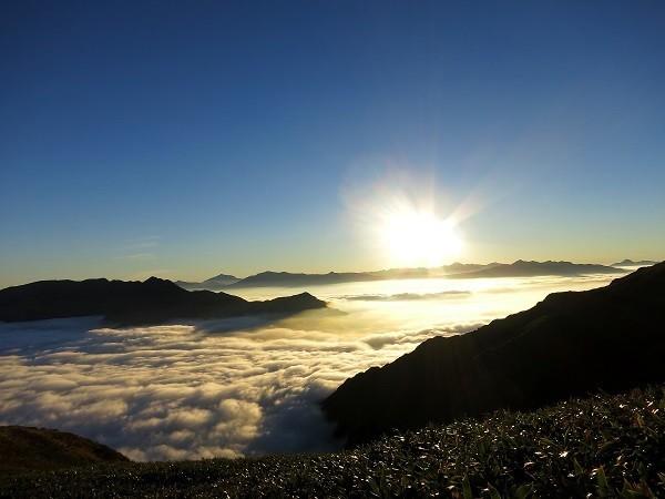 ご来光登山日の出の景色