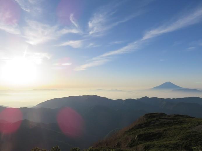 ご来光登山のリスクと朝日の風景