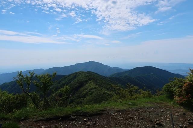 塔ノ岳山頂から大山丹沢表尾根のの景色