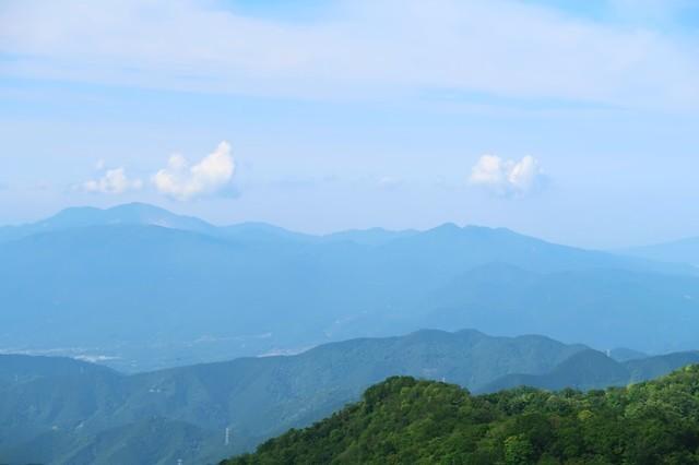 金時山と箱根最高峰の神山方面の景色