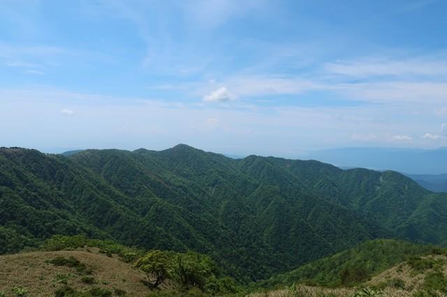塔ノ岳山頂遠望