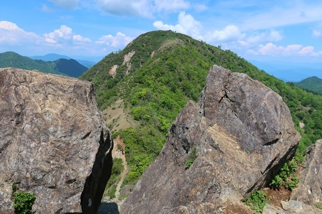 鬼ヶ岩からの蛭ヶ岳山荘景色