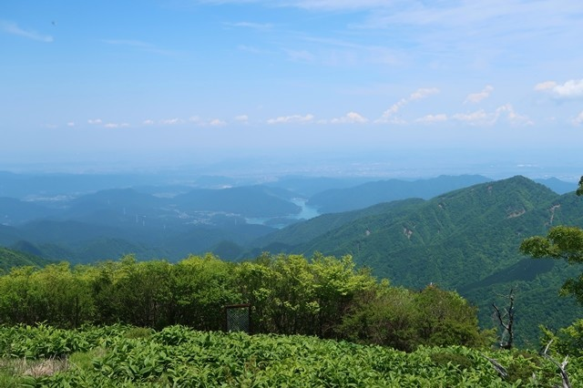 蛭ヶ岳山荘から見る宮ヶ瀬湖景色