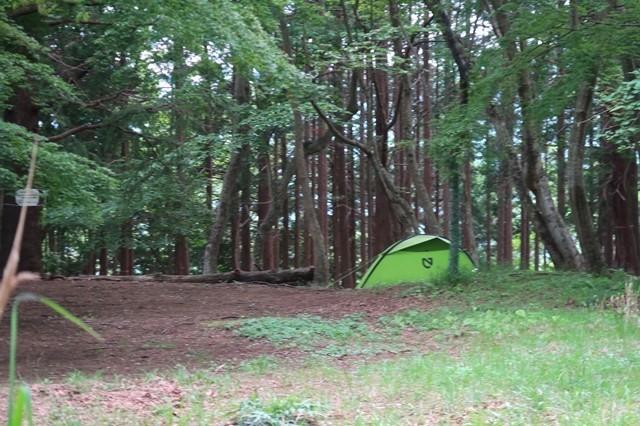 大倉高原山の家のキャンプ場でテント泊している登山者