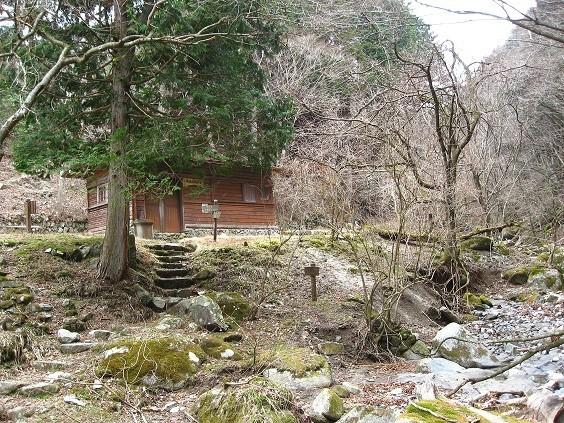 一軒屋避難小屋の水場