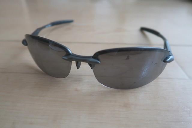 AXEのサングラスを使ってきた私の評価傷が目立ち、全体的に歪んでしまっている