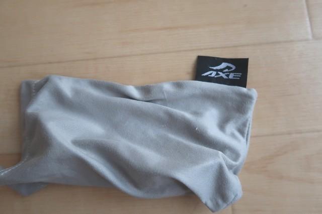 AXEサングラス布製のケースしか付いてない