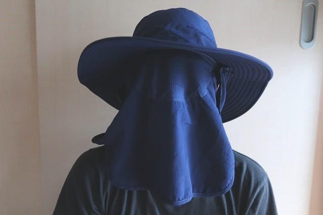サファリハット登山帽子装着の様子