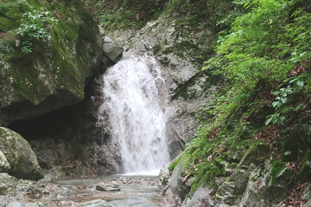 本棚・下棚までのルート上の小さな滝