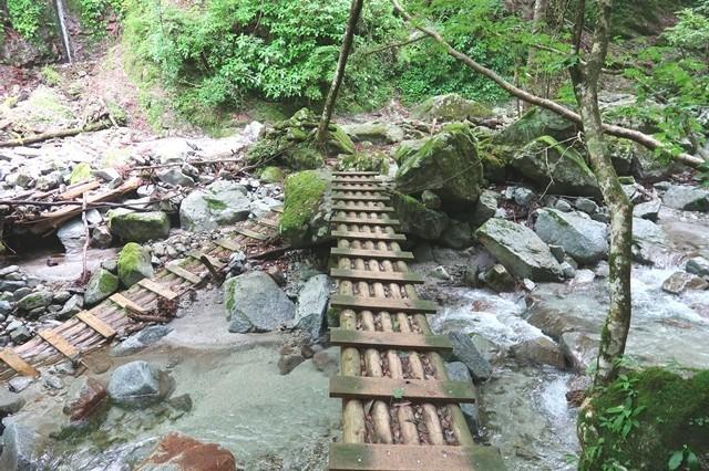 本棚(本棚の滝)までの登山と丹沢の滝おすすめルート様子