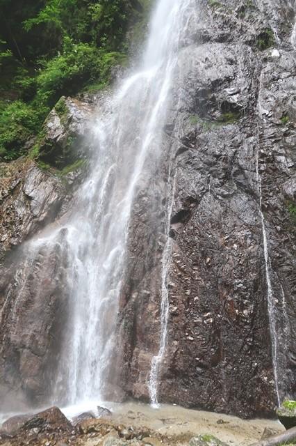 本棚滝の落差は約60m