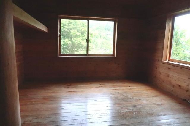 犬越路避難小屋の内部