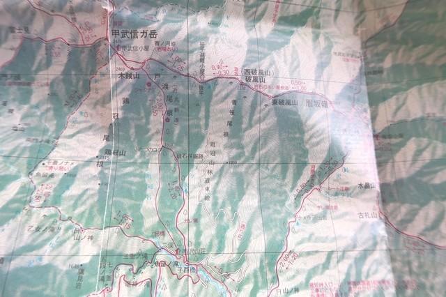 地図内の赤線が登山ルート