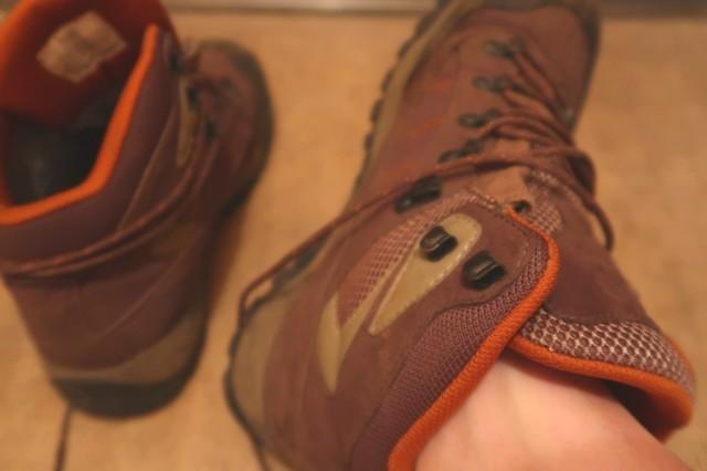 靴下を履かずに生足で登山靴を履いた状態
