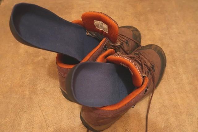 激安インソールと登山靴