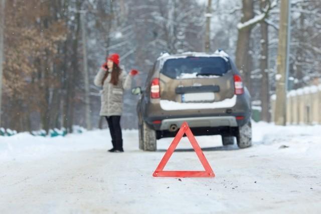 JAF入会のメリット・デメリットを感じる雪道での車のトラブル