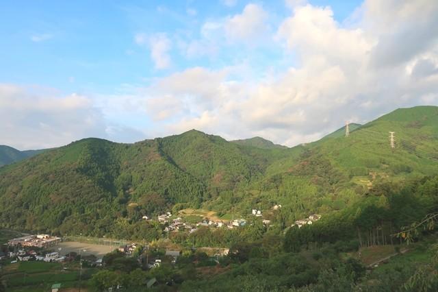 寄展望台からジダンゴ山、宮地山、檜岳方面景色