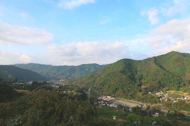 寄展望台から見る高松山・大野山、手前が宮地山景色
