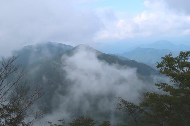 目指す雨山・檜岳