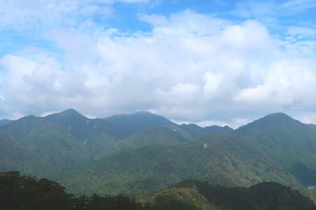 寄から鍋割山周辺の景色