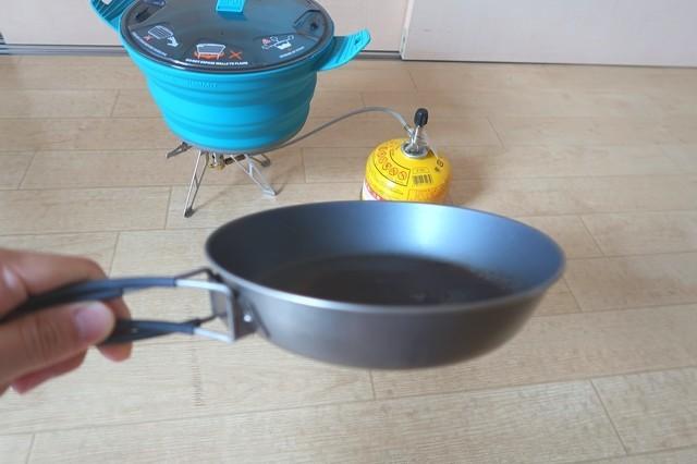 登山用のフライパンでアルコールストーブ、固形燃料ストー、焚火でシートゥーサミットクッカーX-ポットを使って調理可能