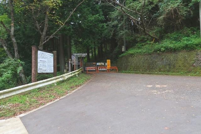 鍋割山登山駐車場