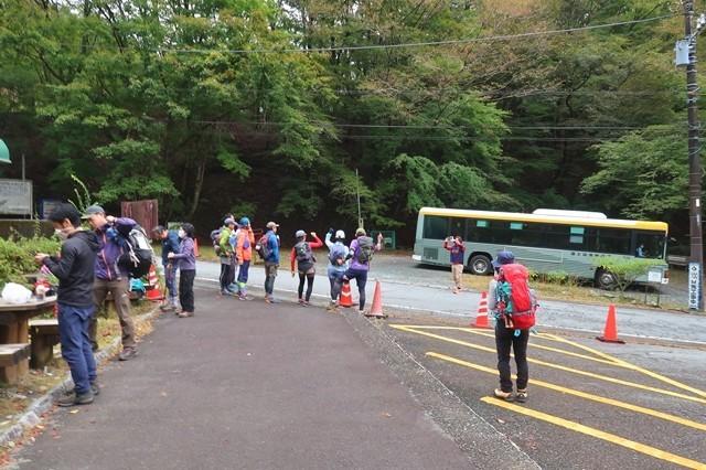 西丹沢ビジターセンターバス停と駐車場周辺