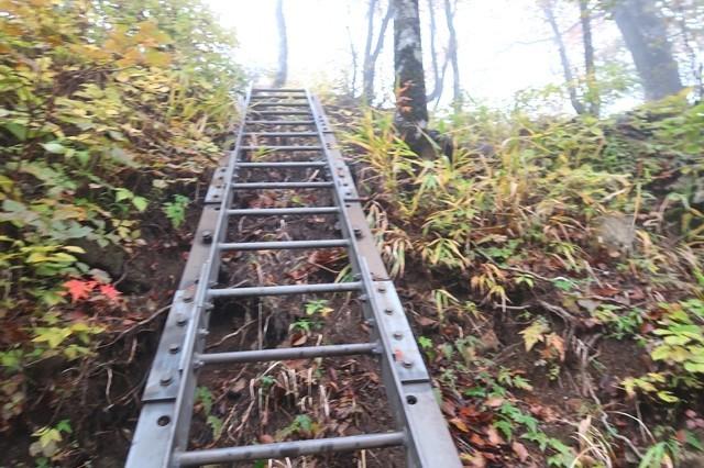 源蔵尾根の入口付近の梯子