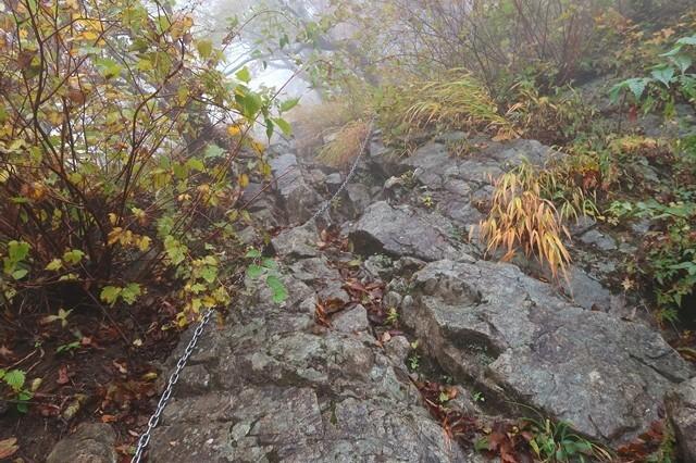 蛭ヶ岳への登山道鎖場