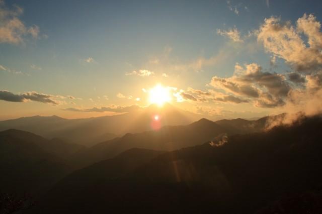 丹沢山から見るダイヤモンド富士