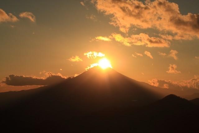 丹沢山のダイヤモンド富士絶景